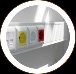 детали интерьера, розетки и выключатели в комнате